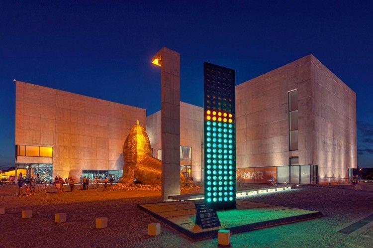 Volumen de Sergio Avello. MALBA/Museo Mar El color indica el nivel de sonido. Corriente artística vinculada con la preocupación por el ambiente.