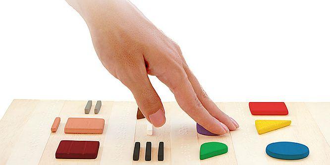 """""""Uma jovem portuguesa desenvolveu um código que ajuda os cegos a """"ver"""" as cores. Baseado na associação de uma forma geométrica a cada cor, o """"Feelipa Color Code"""" tem como objetivo permitir uma correta identificação das cores pelas pessoas com deficiência visual, contribuindo para uma melhor compreensão do mundo que as rodeia."""" O nosso sincero obrigado pela divulgação!"""