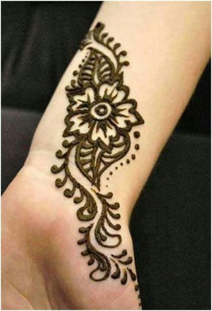 نقش حناء ناعم للمعصم Henna يباب كوم Wrist Henna Henna Tattoo Designs Henna Designs Easy
