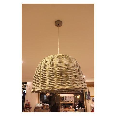 Lámpara de techo de mimbre redonda, con diámetro de 52cm y alto de 36cm.
