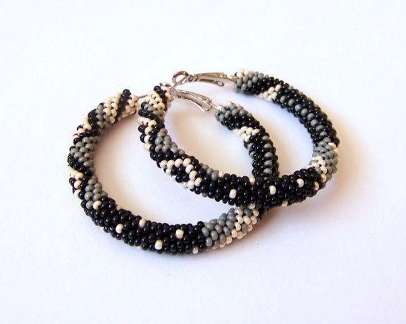 Beaded hoop earrings in black, grey and beige - Beadwork - beaded jewelry - seed beads earrings - Geometric pattern earrings