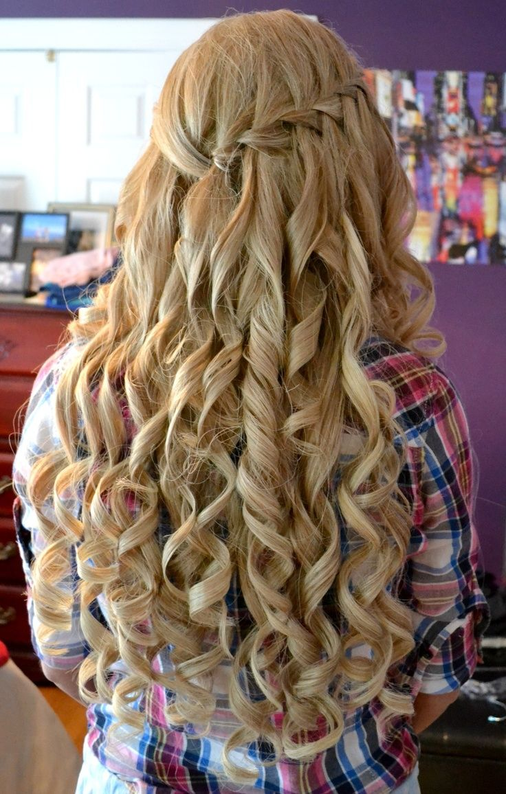 Amazing curly long blonde homecoming and prom hairstyle prom hair