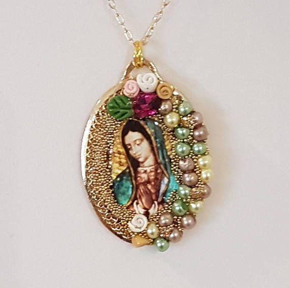 285812daad4c Collar- Colgante Imagen de la Virgen de Guadalupe y Chapa de Oro. Collar  Religioso. Artesanal. Hecho en México. Pieza Única. Lady Guadalupe