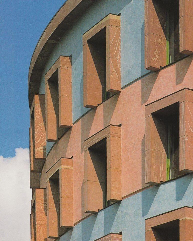 Berlin Wissenschaftszentrum (Social Science Research Center) 1988. Architects: James Stirling, Michael Wilford & associates.