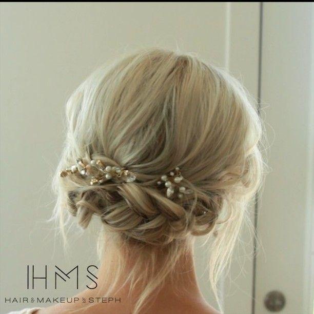 "8,726 tykkäystä, 296 kommenttia - Hair and Makeup by Steph (@hairandmakeupbysteph) Instagramissa: ""Simple short hair braided updo. Happy #tutorialtuesday #hairandmakeupbysteph #btcquickie"""