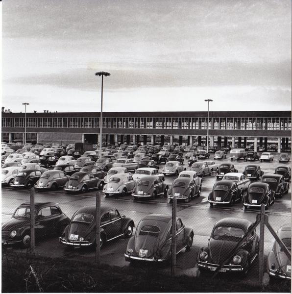 Hausarzt Hannover Stöcken: HANNOVER Parkplatz Des VW-Werks In Stöcken