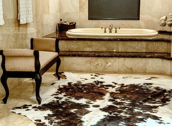 20 Lovely Ways Cowhide And Sheepskin Rugs Adorn A Bathroom Home Design Lover White Bathroom Designs Brown Cowhide Rug Home
