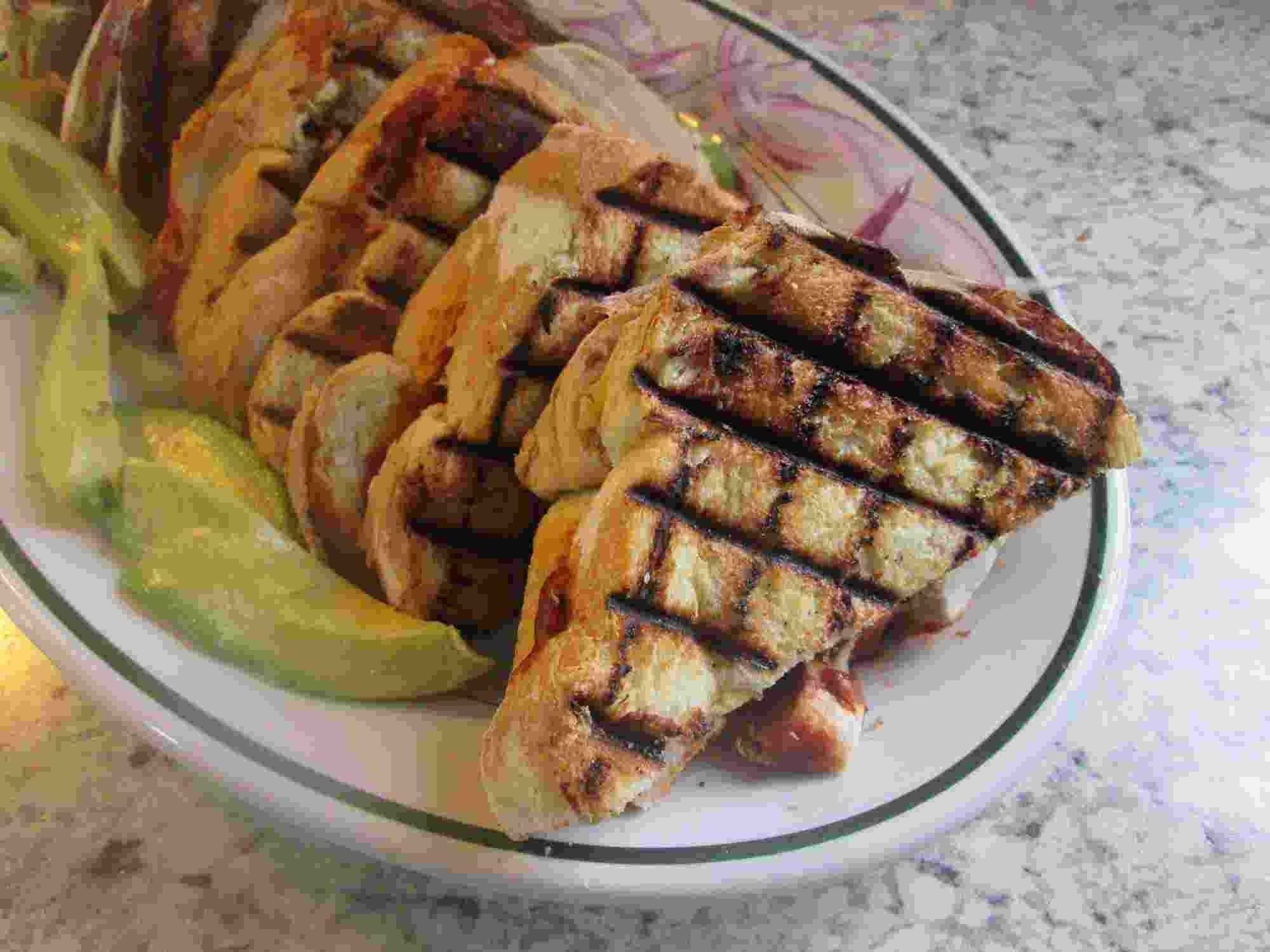 Chicken Enchilada Sandwiches Shout Out To Ray Mack Kitchen Grill Foodie Recipes Chicken Enchiladas Kitchen Recipes