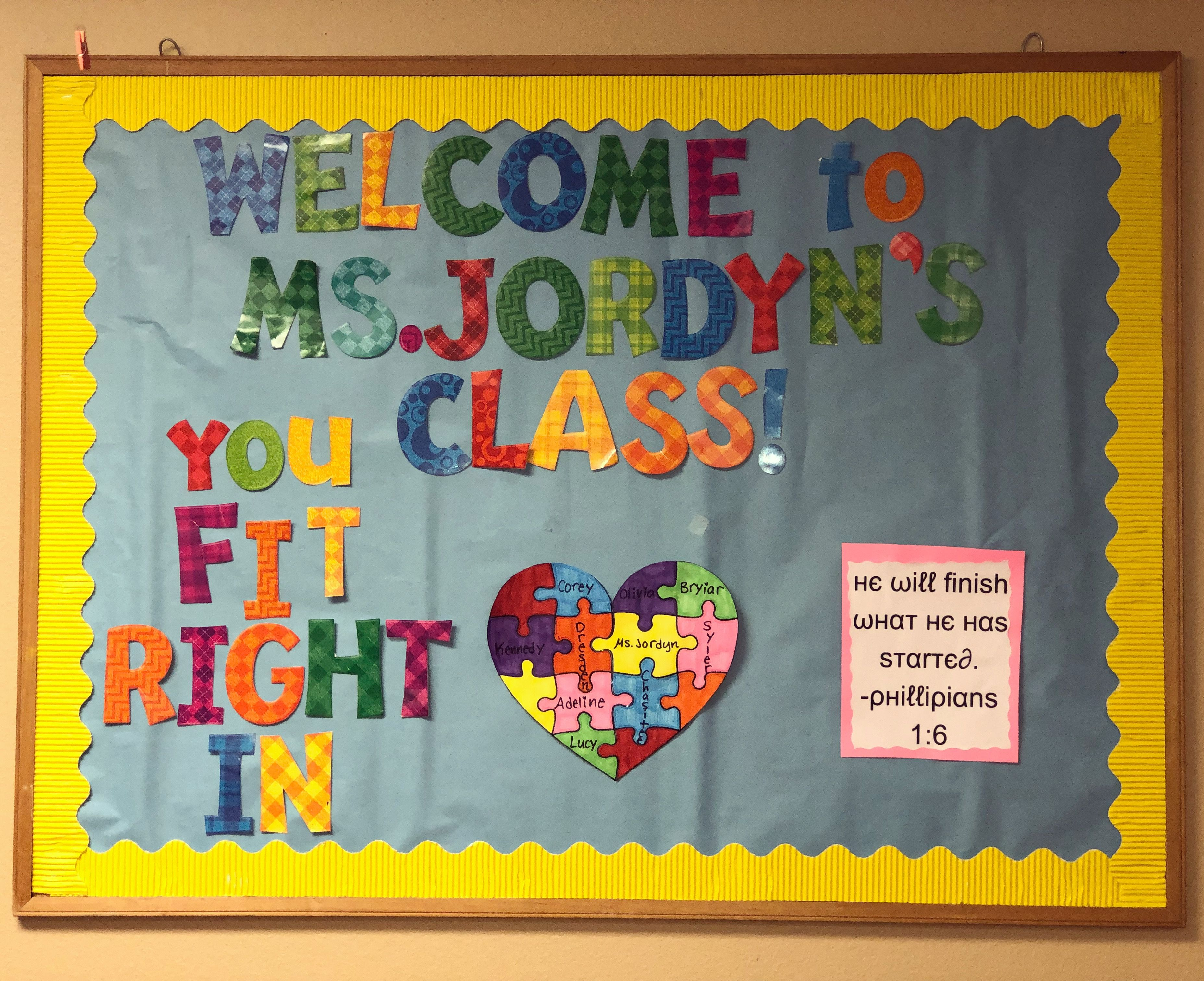 Beginning Of The Year Bulletin Board You Fit Right In School Bulletin Boards Bulletin Boards Bulletin