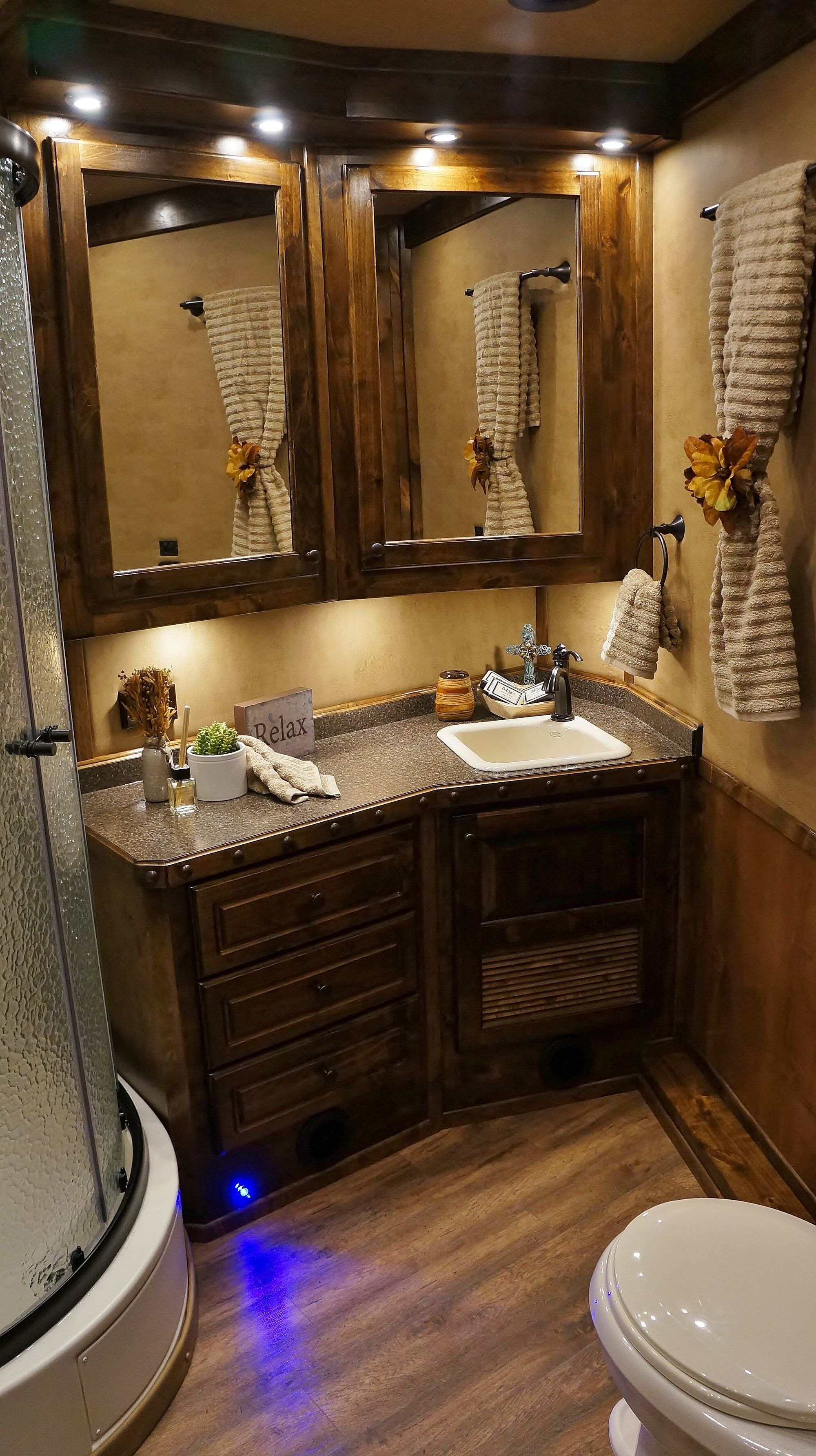 Large Bathroom Check Out The Extra Large Bathroom In This Outlaw Conversions