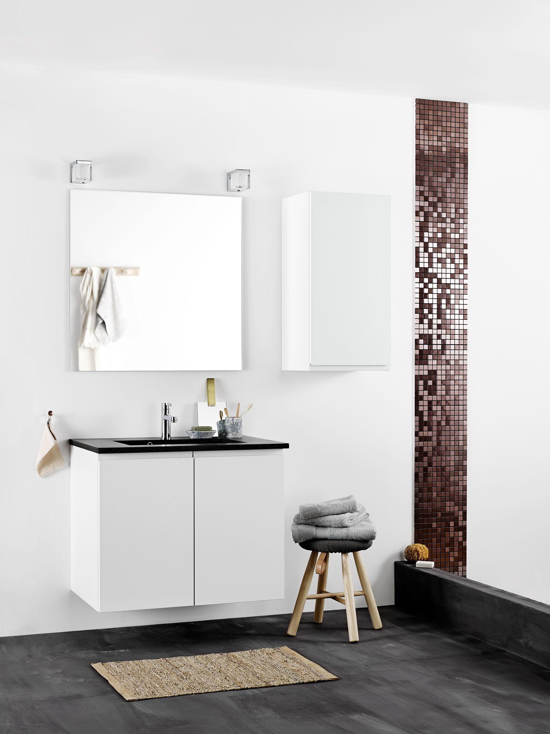 Mooie badkamer van Kvik. Let ook op het houten design krukje en de ...