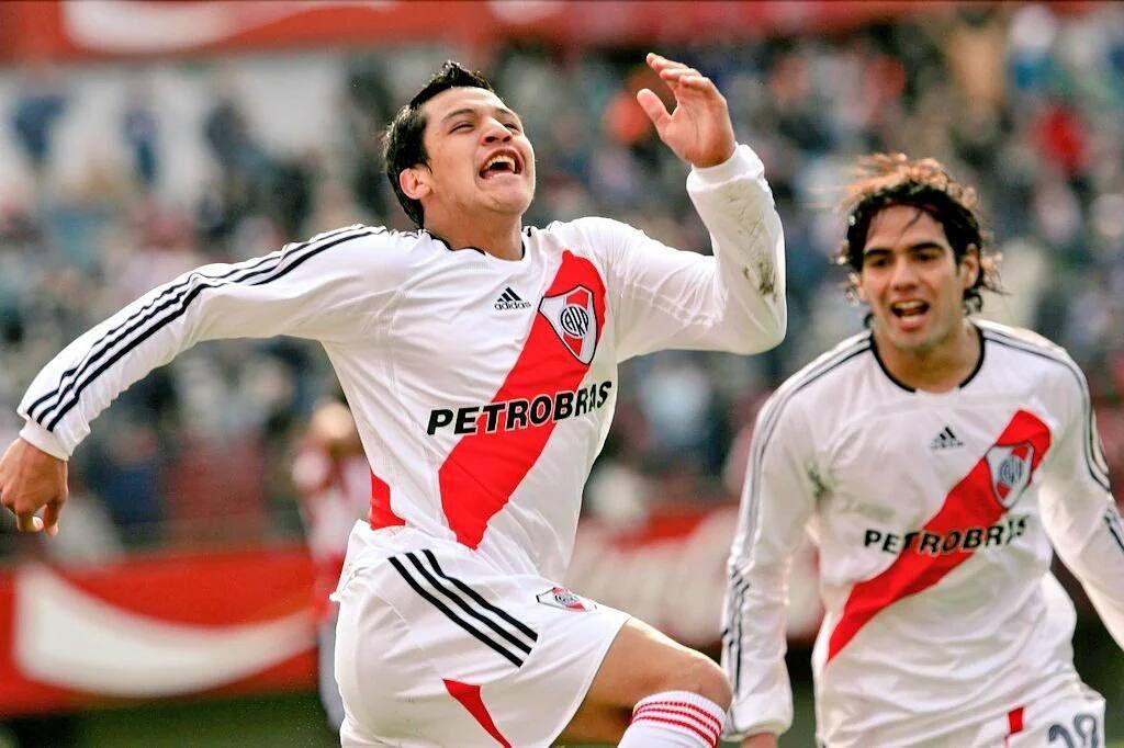 No hace mucho en River Plate. Falcao García y Alexis Sanchez ...