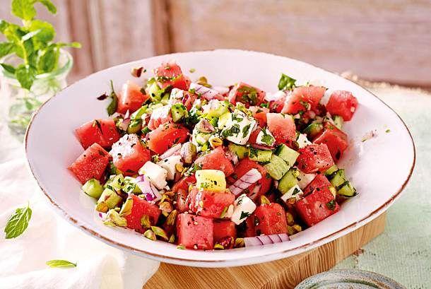 Photo of Wassermelonen-Gurken-Salat mit Feta Rezept  | LECKER