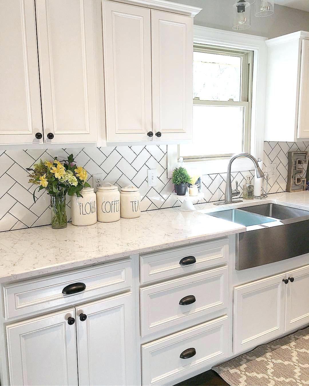 Pin By Nikki Tracy On Dreamin Future Home Kitchen Cabinets Decor Kitchen Cabinet Design Kitchen Backsplash Designs