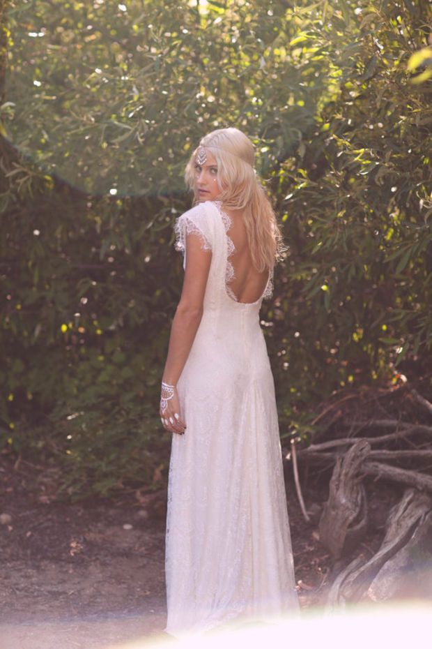 "Vintage Wedding Dress Backless Ivory Cream Lace White Short Sleeve Bohemian Low Back - ""Fin"""