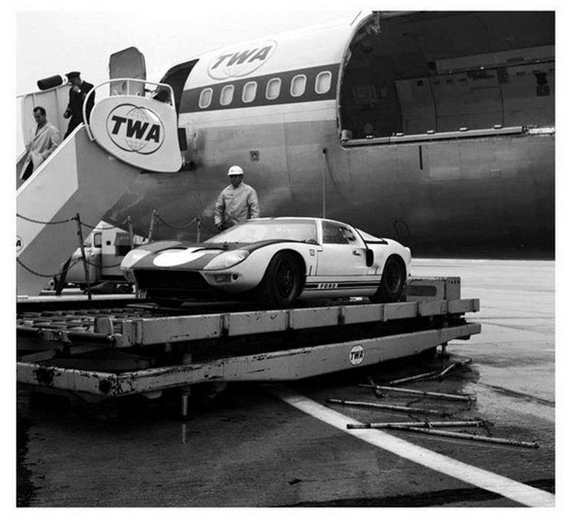 Twa Boeing 727 Unloading A Ford Gt Sports Car Trans World
