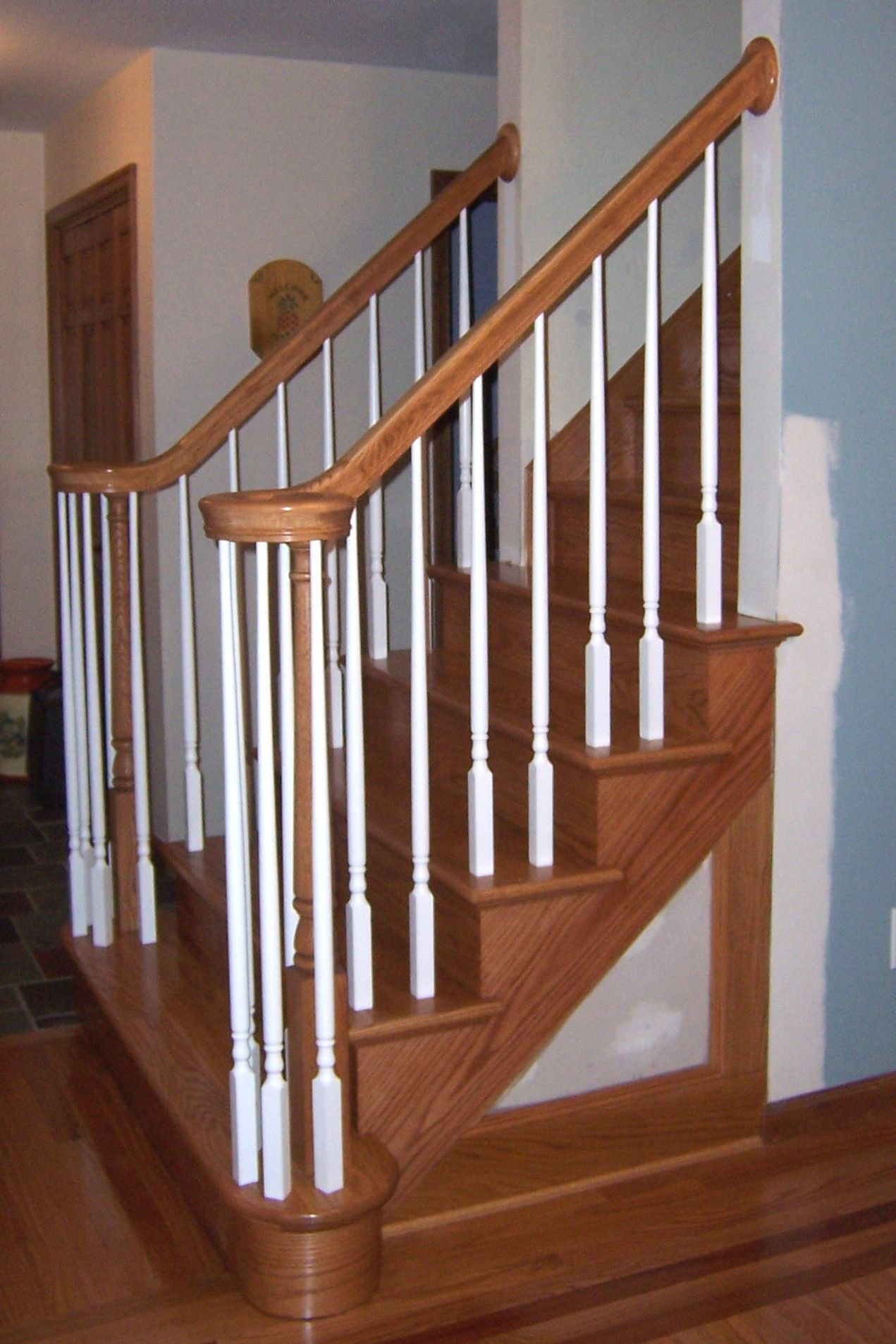 Oak Stairs With White Spindles / Oak Molding