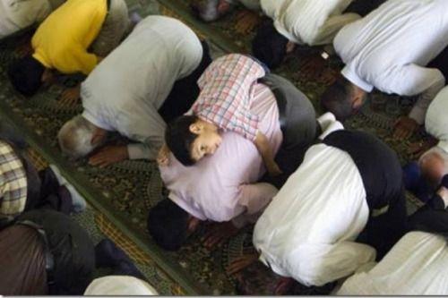 الصــــلاة قــال العلامــة ابن القيــم رحمه الله ولا يزال الله مقبلا على عبده ما دام العبد مقبلا على صلاته فإذا ال Islam Muslim People Muslim Kids