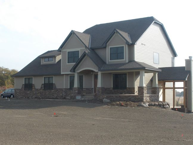 End Load Garage : This ldk home features james hardie siding end load