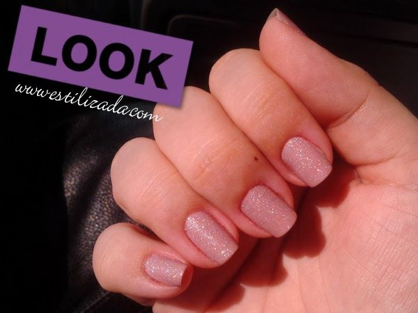 Esmalte nude Chic Pele da Colorama e Glitter Shockwave da Ultimate 3D