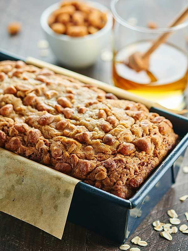 This Peanut Butter Honey Banana Bread recipe is moist, peanut butter-y, naturally sweetened w/ honey & bananas, & topped w/ a honey roasted peanut streusel. showmetheyummy.com #bananabread #baking