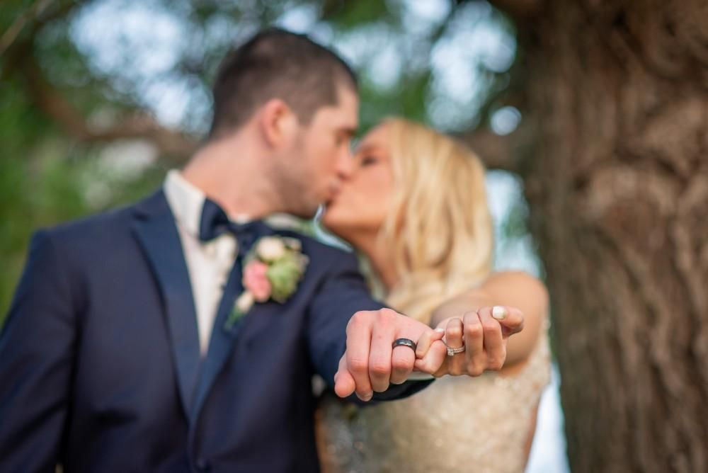 Must Have Wedding Photo Of Couple Kissing With Ring Fingers Linked Nyc Wedding Venues Married Couple Photos Wedding Ring Finger