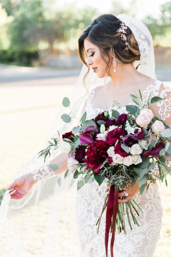 Erröten Sie und hochrote Arizona-Hochzeit mit Knallen des Marine-Blaus #purpleweddingflowers