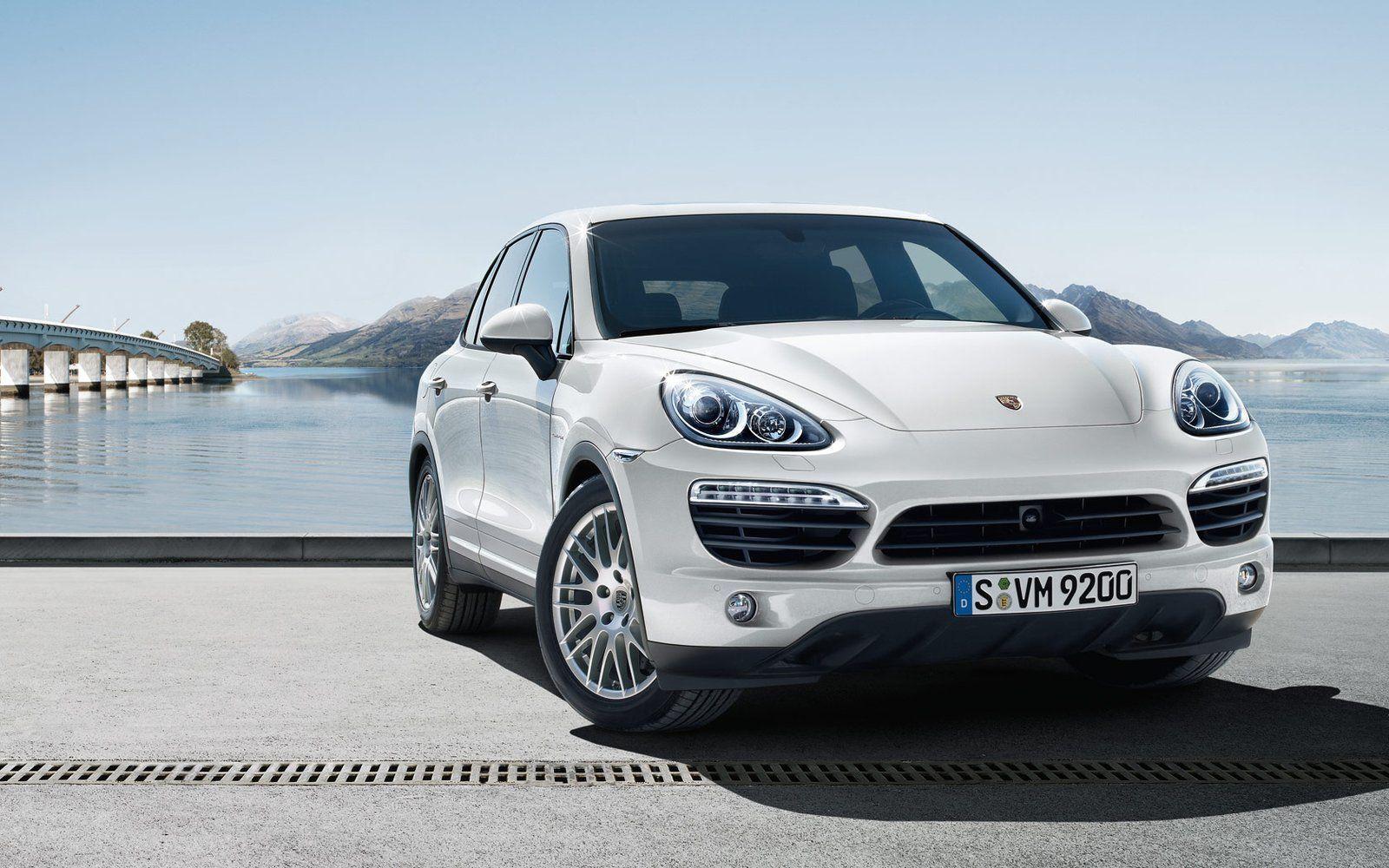 Porsche Cayenne 958 White