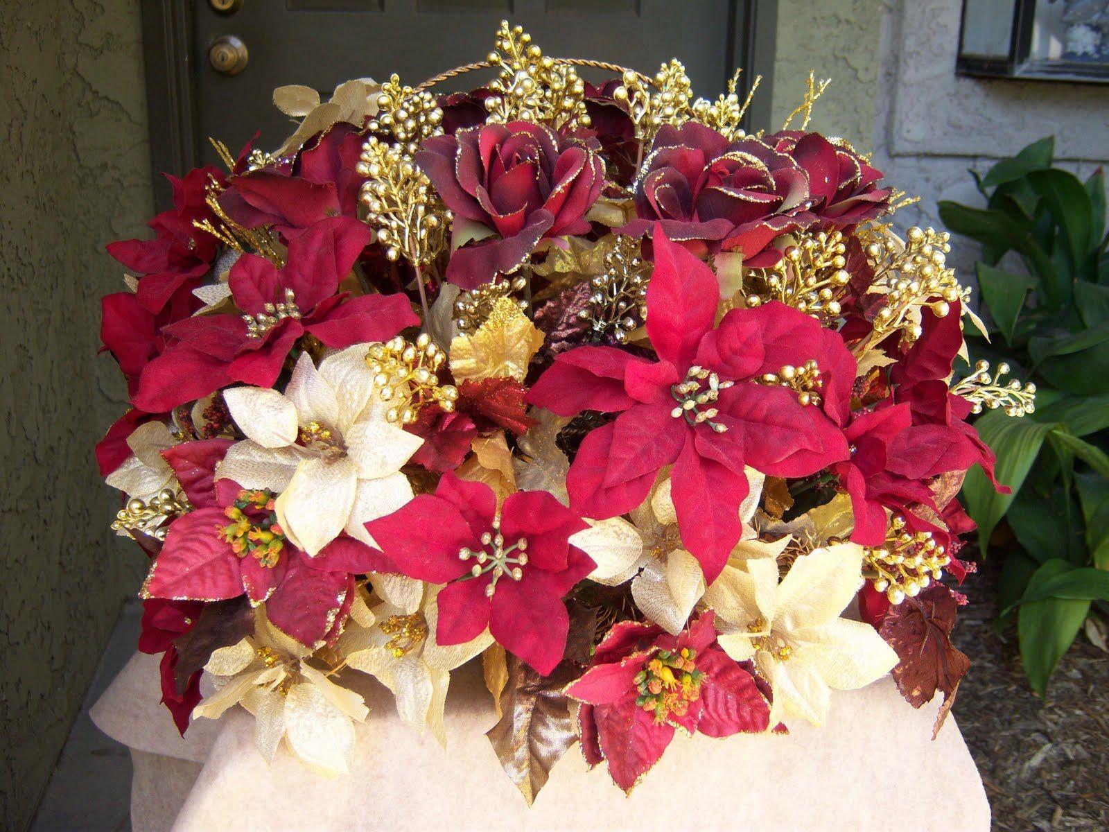 Pointsetta Centerpiece W Gold Flower Table Decorations Types Of Flower Arrangement White Flower Arrangements