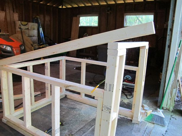 How to construct a modern, slanted roof for your DIY dog house ...