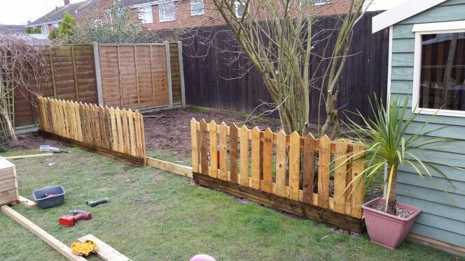 Pallet fence picket