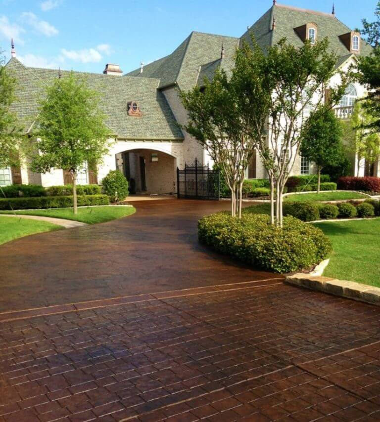 29 Modern Driveway Ideas to Improve The Appeal of Your House is part of Driveway design, Modern driveway, Brick driveway, Stone driveway, Driveway ideas cheap, Driveway landscaping - A modern driveway style can improve the appeal of your house  Asphalt, concrete, gravel, brick pavers are commonly used driveway material