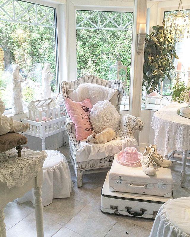 Godmorgon! Goodmorning! Snart helg igen. Välkommen nya följare! Welcome new followers! Trevlig torsdag till er alla! Nice thursday to all of you!  #instahome #romantic #vintage #myhome #finehjem #homes_norway #inspiration #interiordesign #interior123 #interior123 #shabby_chichomes #delvakkerthjem #vintagelaceandroses #skandinaviskehjem #vackrahem #dreaminterior