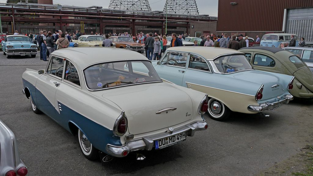 Alle Grossen Ford Taunus 17 M P2 Tudor Standard Left 1957 59 Right 1959 60 Flickr Fotosharing Oldtimer Ford Tudor