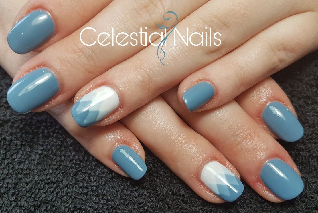 Loving these ❤ blue gel polish with ombre accent nail ...