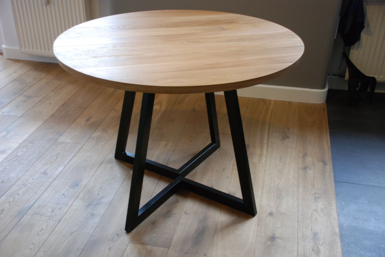 Extendable Round Table Modern Design Steel And Timber Pe De Mesa