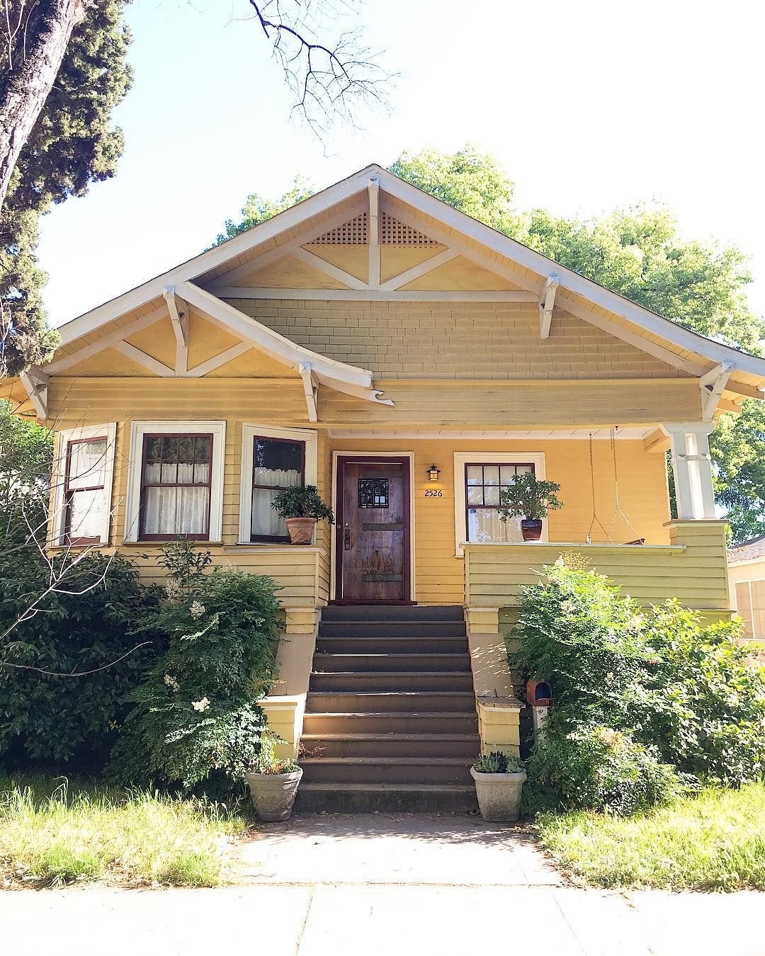 They Call Me Mellow Yelloooow Midtown Sacramento California Yellow Houses House Styles House