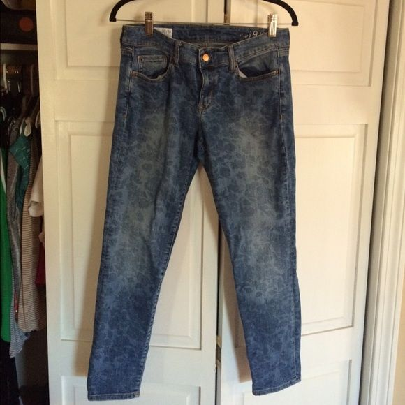 Gap flower denim crops, size 10 Cute flower patterned blue GAP denim cropped jeans.  Size 10.  They look great straight leg or rolled at the bottom.  Great for spring or summer.  Super cute! GAP Pants Capris