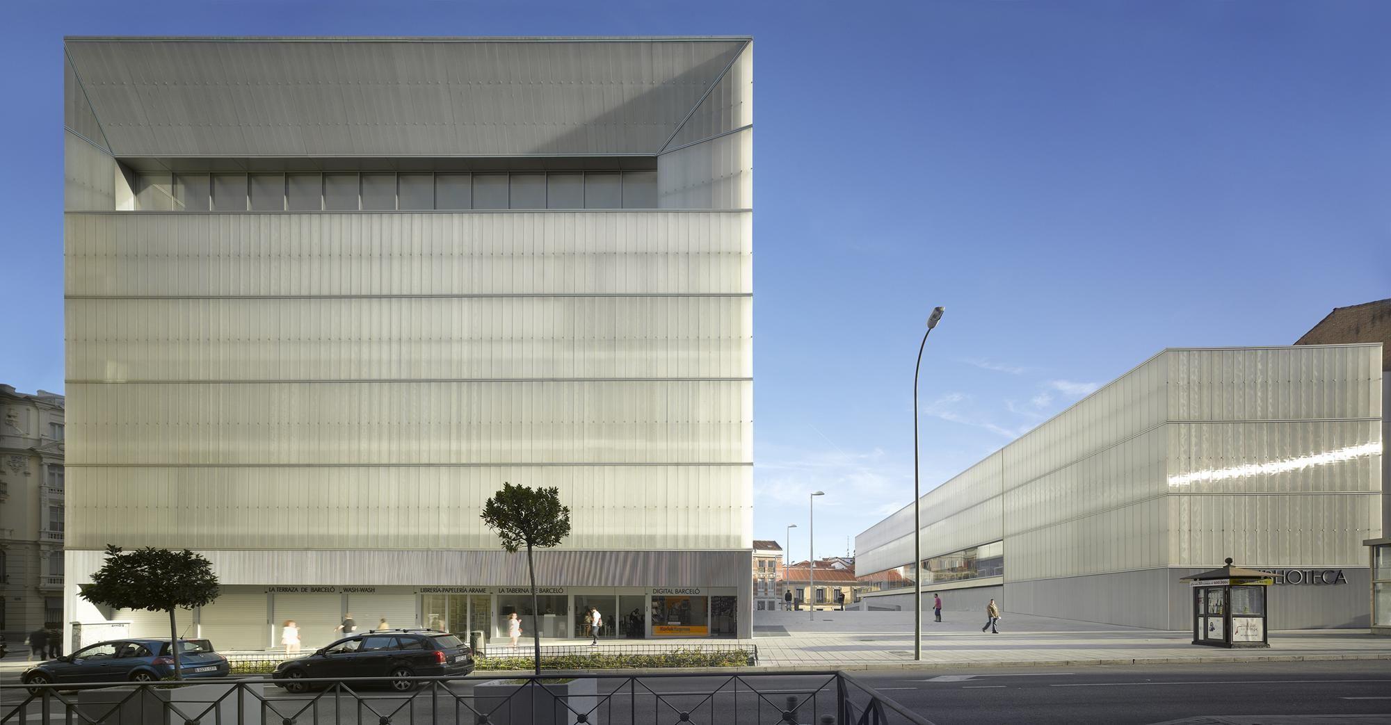 Mercado Polideportivo Y Biblioteca Barceló Nieto Sobejano