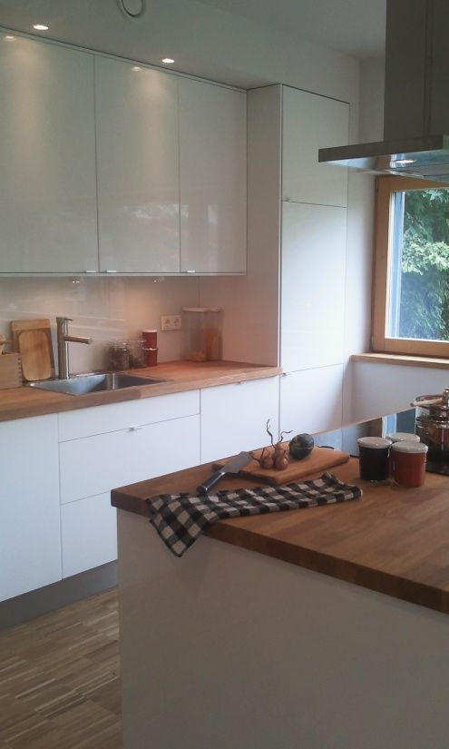 Küche Weiß Hochglanz Mit Holz Arbeitsplatte