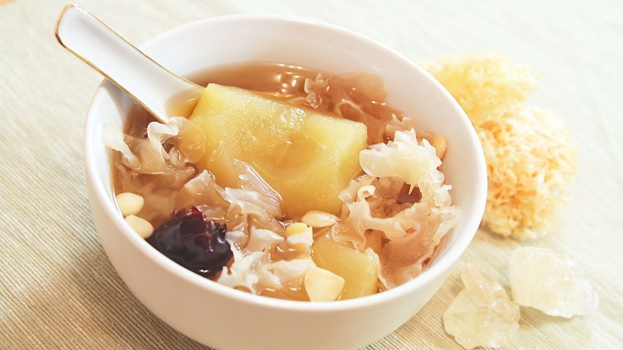 Apple and Snow Fungus Soup Recipe Food, Sweet soup