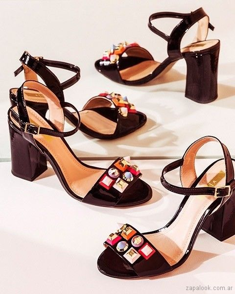 67489c6db56 sandalias negras con apliques primavera verano 2018 - Via Uno ...