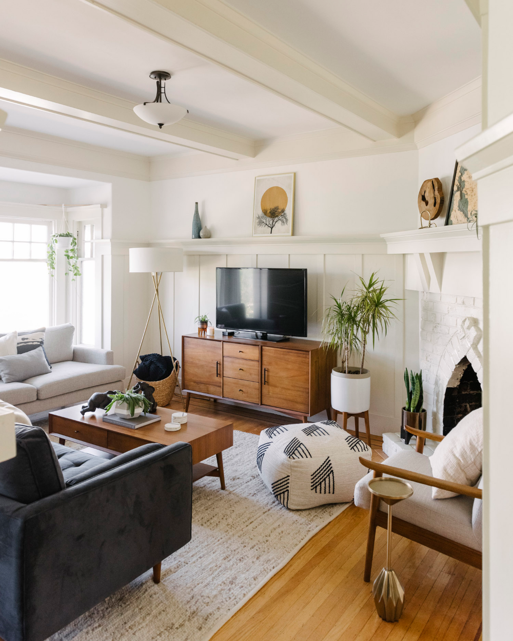 Design Crew A Fresh Start With Mid Century Style In A San Francisco Walk Up Front Main In 2020 Home Living Room Home Home Decor