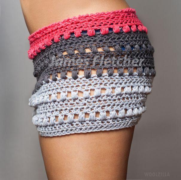 Sommerliche Shorts / Hotpants  Das angesagte, farbenfrohe Design  macht diese Hotpants zum Highlight urbaner Streetwear.  Das Material ist temp...