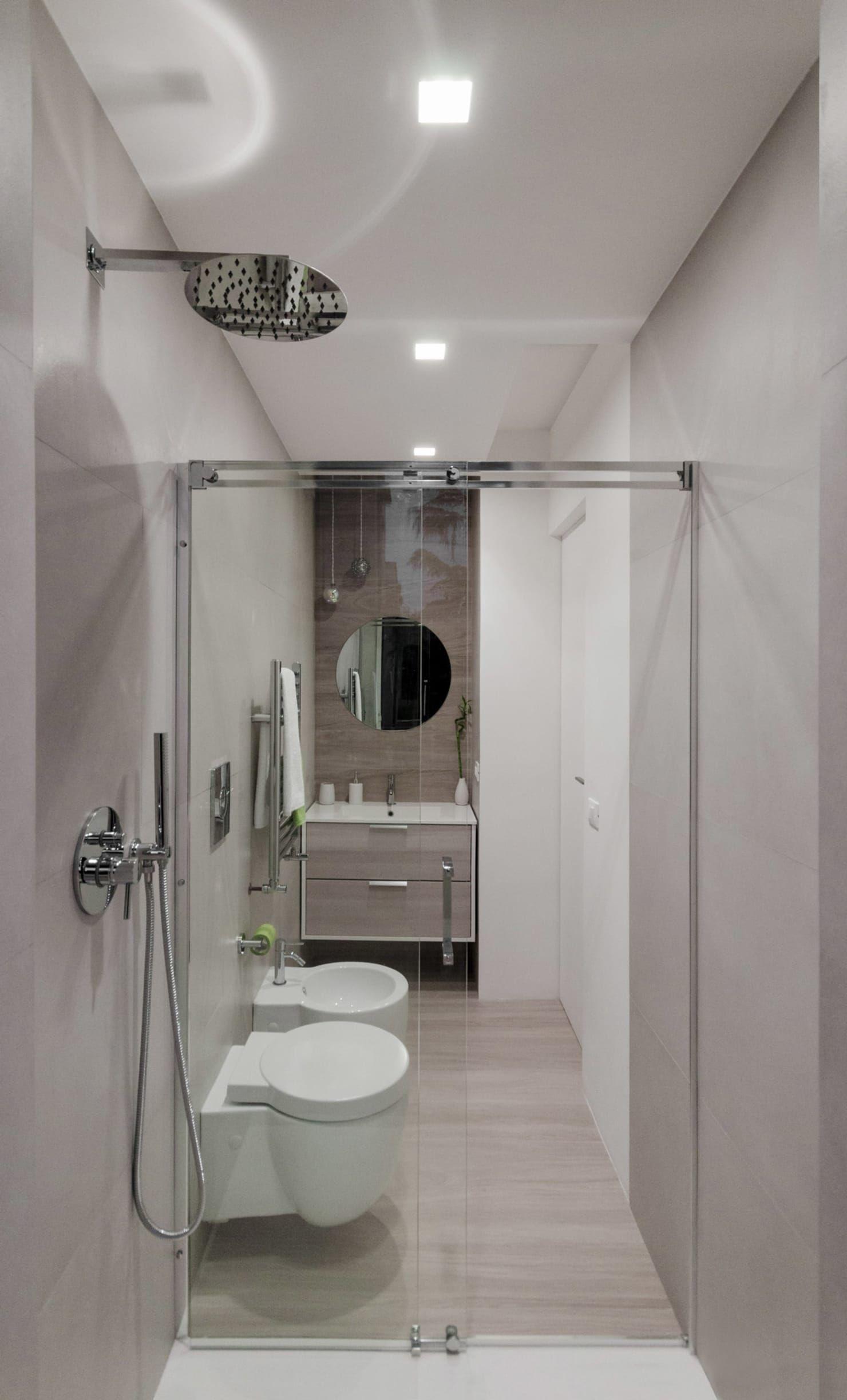 Photo of Bagno piccolo rettangolare bagno minimalista di minimarchitetti minimalista | homify
