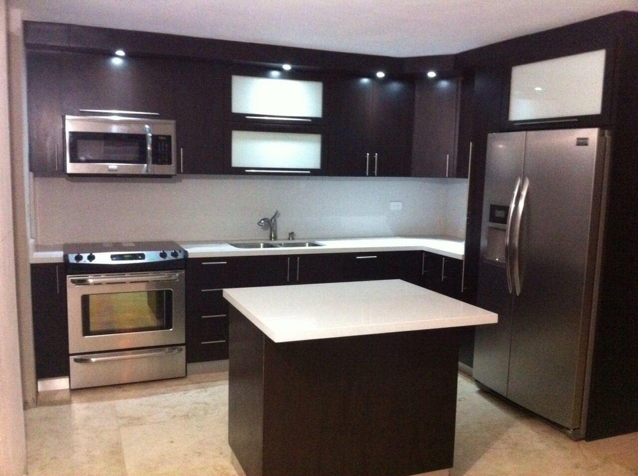 Gabinetes PVC ,superficie corian | Gabinetes cocina by ALM OFFICES& ...