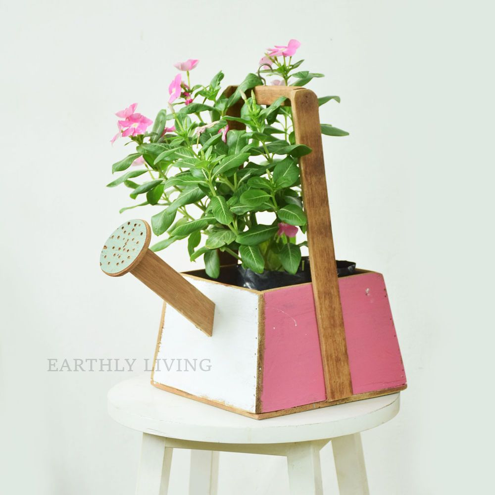 Watering can design Reclaimed wood Plant Pot Planter outdoor garden accessory #HandmadebyEarthlyLiving