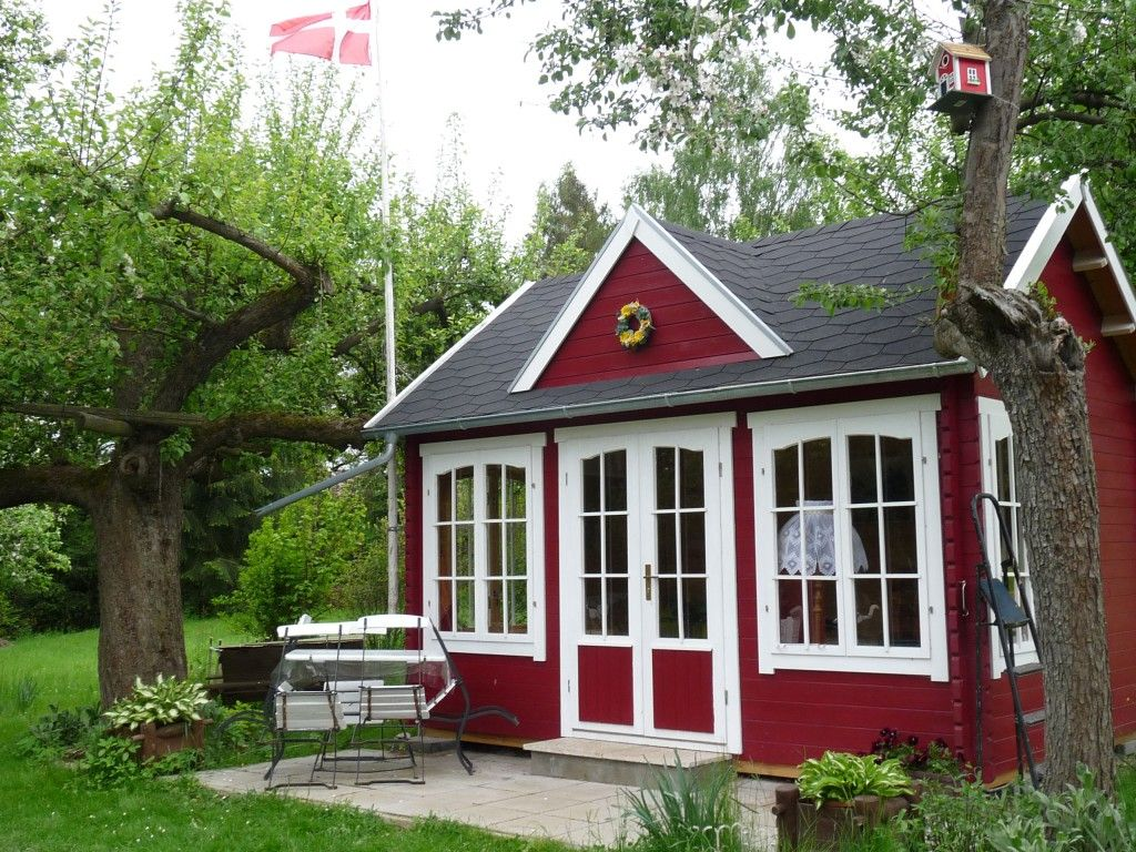 Schwedenrot Stilvoll Die Schonsten Schwedenhaus Gartenhauser Gartenhaus Weiss Gartenhaus Schwedenhaus