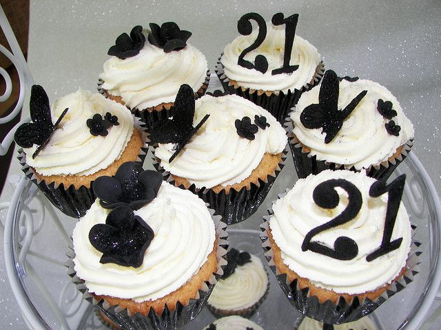 21st Birthday Black And White Cupcakes 21st Birthday Cakes Black And White Cupcakes 21st Birthday Cupcakes
