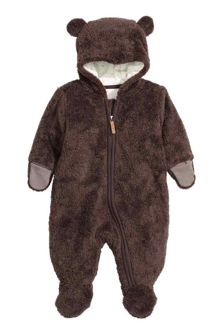 Macacão em tecido felpudo  Macacão em tecido felpudo macio com pés e luvas  incorporados. Capuz forrado com orelhas cosidas e fecho… 494d420158f